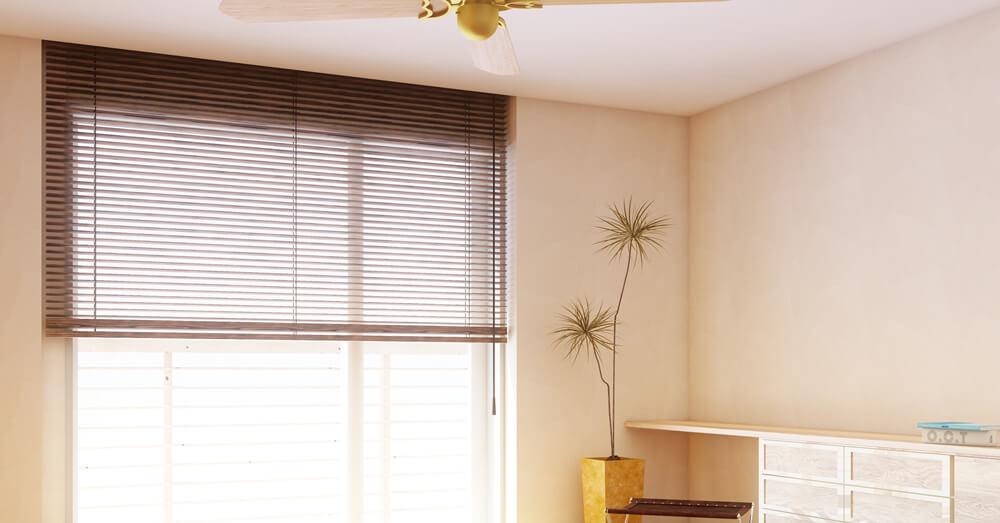 茶色やベージュの壁紙の書斎